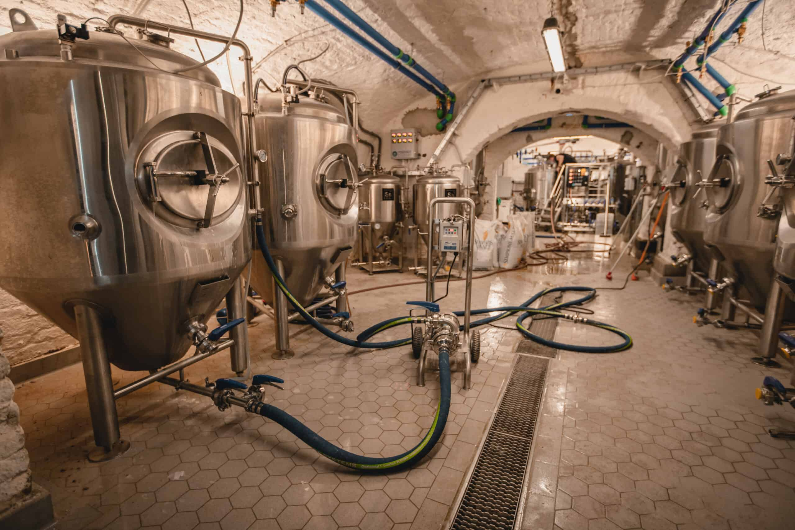 https://dev.gravitybp.com/wp-content/uploads/2020/11/Gravity-Brewing-Budapest-Craft-Beer-Homepage-Brewhouse-scaled.jpg